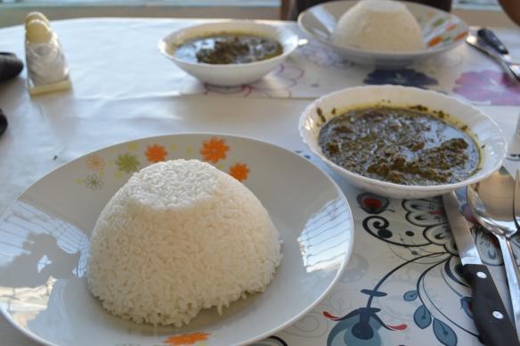 El plato de arroz con su acompañamiento, ravitoto